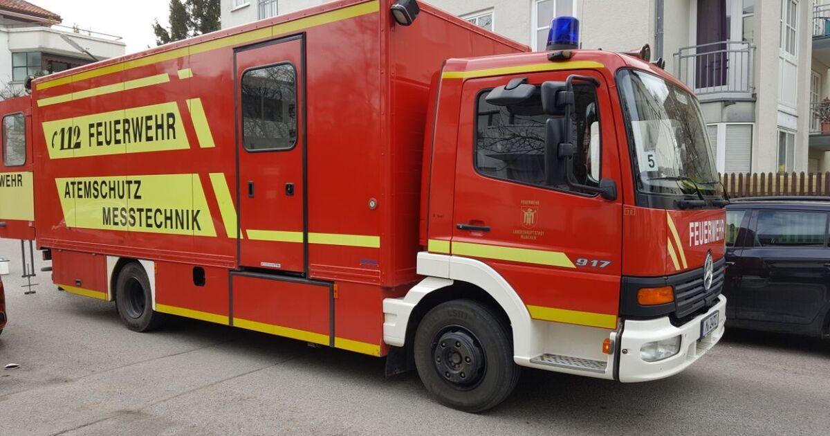transporter brennt vollst ndig aus polizei ermittelt m. Black Bedroom Furniture Sets. Home Design Ideas