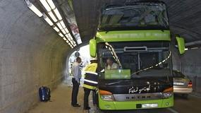 Bus steckt in Unterführung fest, © Diesmal ist ein Bus in Laim stecken geblieben. Foto: Berufsfeuerwehr München