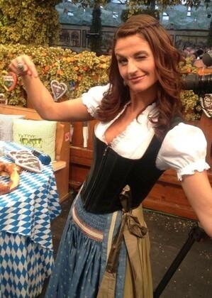 Oktoberfest Wiesn Moderatorin Marion Schieder