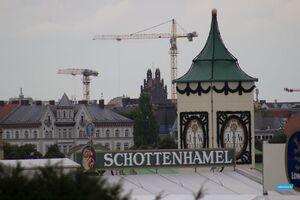 Im Schottenhamel-Festzelt wird das Oktoberfest 2014 durch OB Dieter Reitereröffnet
