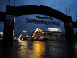 wiesn oktoberfest 2014 eingang dunkel
