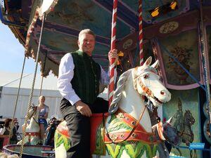 oktoberfest dieter reiter auf wiesn karusell