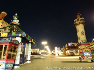oktoberfest nachts panoramablick wiesn straße