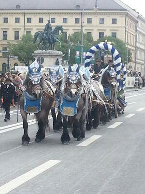 trachtenumzug wiesn oktoberfest 2014 pferdegespann vorne