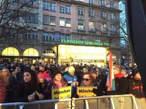 demonstrationen muenchen ist bunt bagida am sendlinger tor (7)