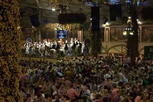 Bilder Oktoberfest München TV Stimmung im Bierzelt mit Reservierung
