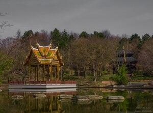 Nepalesische Pagode im Münchner Westpark, © Nepalesische Pagode im Münchner Westpark Bild: Janusz Lubojansky - Behind the Lens