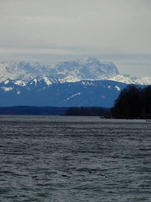 © Beginnen die Alpen denn etwa am Ufer vom Starnberger See? Bild: Agnes aus München