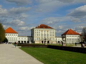 © Da braut sich was zusammen über dem Schloss Nymphenburg. Bild:Agnes aus München