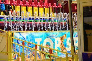 Fahrgeschäft Top Spin auf dem Frühlingsfest, © Auch auf dem Top Spin herrscht noch Ruhe vor dem Sturm