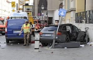 Berufsfeuerwehr: Unfall an der Oper ADAC Helikopter, © Foto: Berufsfeuerwehr München