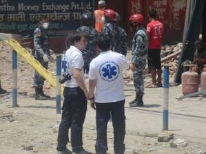 Helfer in Nepal vom Medizinischen Katastrophen-Hilfswerk , © In Nepal bieten sich Bilder der Zerstörung - Hilfe kommt auch aus München Foto: Medizinisches Katastrophen-Hilfswerk