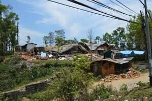 Hier wurde eine Siedlung in Nepal vollkommen zerstört, © Fiele Familen haben ihr zu Haus verloren - Foto: Medizinisches Katastrophen Hilfswerk
