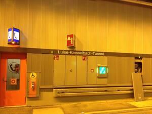 Notwege und Brandschutz im Luise-Kiesselbach-Tunnel in München, © Die meisten Brandschutz-Einrichtungen und Notwege wurden im neuen Tunnel bereits getestet.