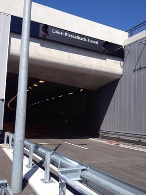 Eingang Luise-Kiesselbach-Tunnel München, © Hier werden täglich tausende Autofahrer in den neuen Tunnel reinfahren.