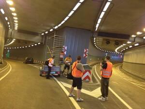 Bauarbeiter arbeiten im Lusie-Kiesselbach-Tunnel, © Letzer Feinschliff im neuen Tunnel