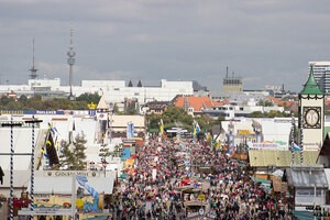Bilder Oktoberfest Wirtsbudenstraße auf der Wiesn, © Wiesn: Diesmal hat Poschners Hendlbraterei keinen Platz auf dem Oktoberfest bekommen