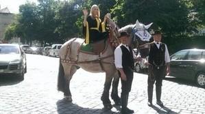 Laila auf ihrem belgischen Pferd das Münchner Kindl präsentiert sich, © Laila Noeth präsentiert sich dem Publikum