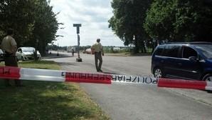 Die Polizei sperrt nach Bombenfund das Gebiet ab, © Die Polizei sperrt nach Bombenfund das Gebiet ab