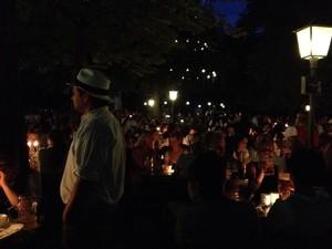 Kocherlball in München begeistert viele Tänzer, © Der Kocherlball bei Kerzenlicht