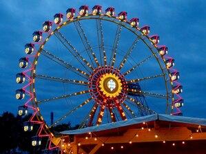 beleuchtetes Riesnrad bei Nacht , © Das beleuchtete Riesenrad - Foto: Agnes aus München