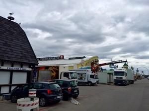 Aufbau Oktoberfest 2015 - So siehts auf der Wiesn aus, © Bald werden tausende Besucher auf der Theresienwiese unterwegs sein