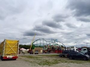 Aufbau Oktoberfest 2015 - So siehts auf der Wiesn aus, © Auch die Alpina-Bahn wird aufgebaut.