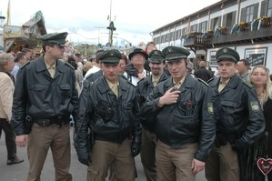 Polizisten auf dem Oktoberfest, © Polizei München