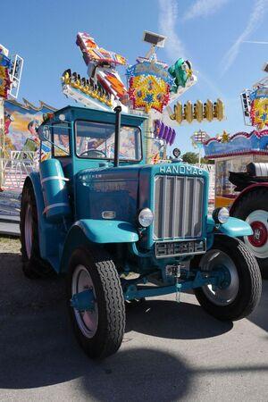 Oktoberfest-oldtimer-fahrgeschaeft-auto