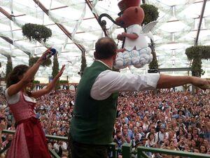 stimmung im Hofbräu Marion Alex Oktoberfest Wiesn