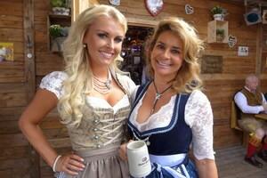 © Oktoberfest 2015: Gitta Saxx, Jahrhundert-Playmate und Denise Cotte auf der Wiesn