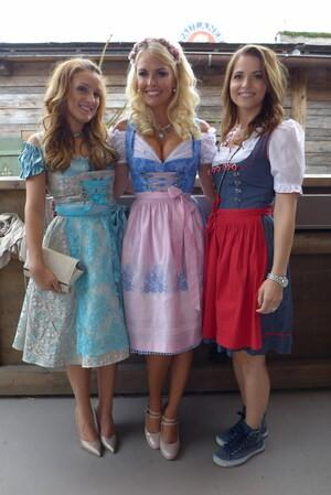 Oktoberfest 2105 Promis, © Oktoberfest 2015 Anna Noe, Denise Cotte & Kristina Inhof auf der Wiesn