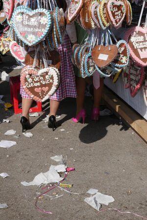 Stand, Herz, Highheels, Müll, © Oktoberfest 2015 - Verkaufsstand
