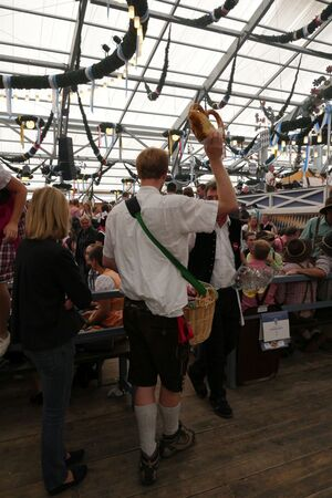 Oktoberfest 2015 - Brezenverkäufer, © Oktoberfest 2015 - Brezenverkäufer