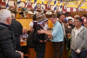 Oktoberfest 2015 - Zeltstimmung, © Oktoberfest 2015 - Zeltstimmung