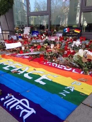 Anteilnahme vor dem französischen Konsulat nach den Anschlägen in Paris