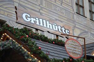 © Grillhütte auf dem Christkindlmarkt an der Residenz München