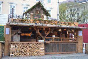 © Spanferkel auf dem mittelalterlichen Christkindlmarkt