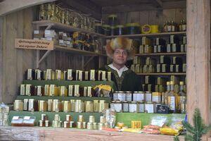 © Händler auf dem mittelalterlichen Christkindlmarkt