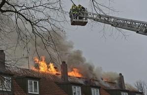 Brand eines Mehrfamilienhauses in Freimann