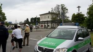 Polizeiwagen am Grafinger Bahnhof