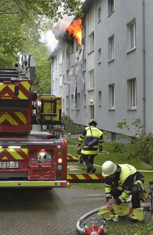 Feuerwehr trifft Löschvorbereitungen , © Foto der Berufsfeuerwehr München