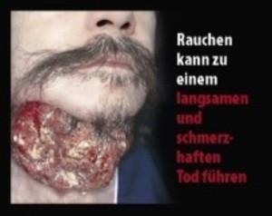 """Bild eines Mannes mit Geschwülsten am Hals und der Aufschrift: """"Rauchen kann zu einem langsamen und schmerzhaften Tod führen"""", © Europäische Kommission"""