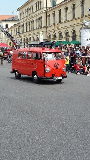 Alter VW Bus Bully Feuerwehr
