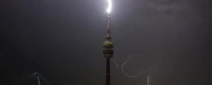 © Hier schlägt der Blitz im Münchner Olympiaturm ein - Foto TOJE Photografie