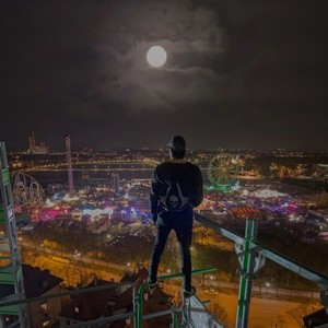 Vom Baugerüst auf die Wiesn geblickt - Icarus der Rooftopper, © Foto:  Icarus Senpai