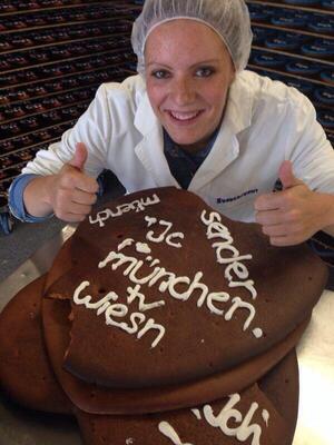 Herstellung eines Lebkuchenherzes Wiesn - mit dabei bei der Produktion