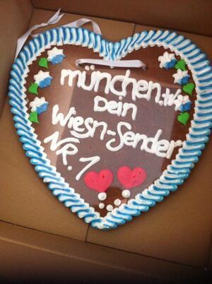 Oktoberfest Herstellung Lebkuchenherz für die nächste Wiesn