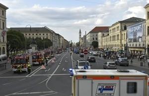 Rund 90 Einsatzkräfte waren mit dem U-Bahn Brand beschäftigt, © Foto: Berufsfeuerwehr München
