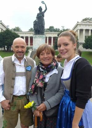 © Rosie Mittermaier und Christian Neureuther mit Anja Guder auf der Wiesn